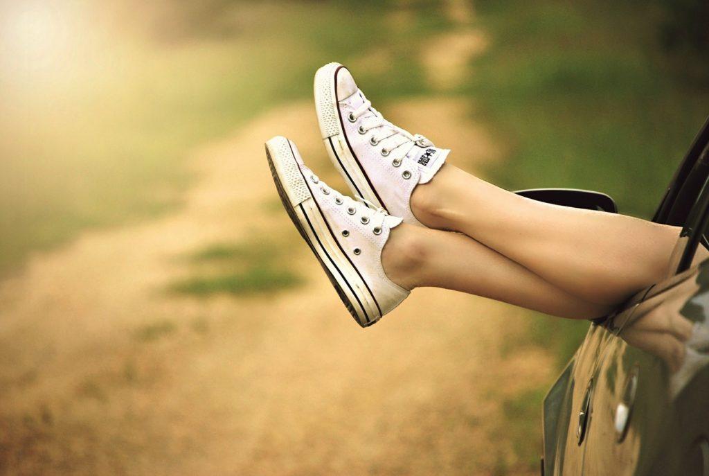 Cómo relajar tus pies tras ir a la montaña