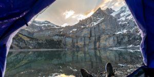 Pies en verano en la montaña